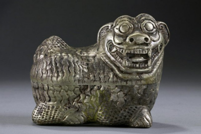 Antique chinese charved silver box and cover, lion